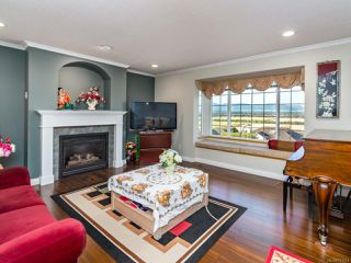 Photo 3: 1450 Farquharson Dr in COURTENAY: CV Courtenay East House for sale (Comox Valley)  : MLS®# 771214