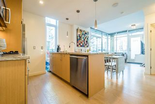 "Photo 10: 1703 ONTARIO Street in Vancouver: False Creek Townhouse for sale in ""The One"" (Vancouver West)  : MLS®# R2222021"
