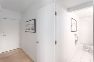 """Photo 3: 701 233 ABBOTT Street in Vancouver: Downtown VW Condo for sale in """"ABBOTT PLACE"""" (Vancouver West)  : MLS®# R2237351"""