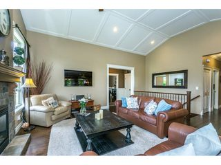 """Photo 4: 3855 CAVES Court in Abbotsford: Abbotsford East House for sale in """"Sandyhill"""" : MLS®# R2278796"""