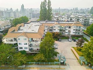 "Main Photo: 207 5419 201A Street in Langley: Langley City Condo for sale in ""Vista Gardens"" : MLS®# R2319863"
