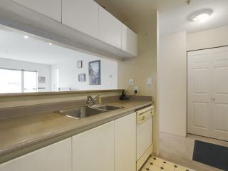 Photo 14: 406 3488 VANNESS Avenue in Vancouver: Collingwood VE Condo for sale (Vancouver East)  : MLS®# R2369973
