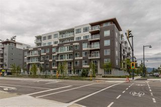 """Photo 2: 319 10581 140 Street in Surrey: Whalley Condo for sale in """"HQ Thrive"""" (North Surrey)  : MLS®# R2378394"""