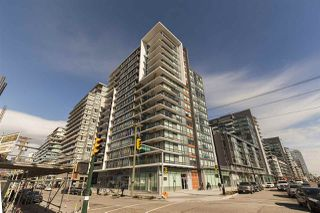 "Photo 1: 1701 1788 COLUMBIA Street in Vancouver: False Creek Condo for sale in ""EPIC AT WEST"" (Vancouver West)  : MLS®# R2396267"