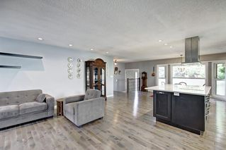 Photo 15: 316 SILVER HILL Way NW in Calgary: Silver Springs Detached for sale : MLS®# C4265263