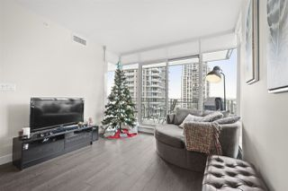 """Photo 2: 401 2008 ROSSER Avenue in Burnaby: Brentwood Park Condo for sale in """"SOLO DISTRICT - STRATUS"""" (Burnaby North)  : MLS®# R2422861"""
