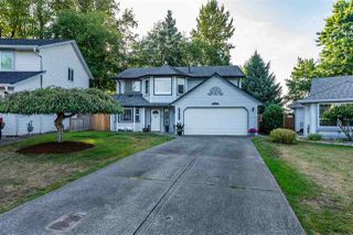 Photo 1: 9565 215A Street in Langley: Walnut Grove House for sale : MLS®# R2437349