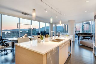 """Photo 4: 3402 1111 ALBERNI Street in Vancouver: West End VW Condo for sale in """"Shangri-La Live/Work"""" (Vancouver West)  : MLS®# R2482149"""