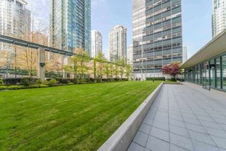 "Photo 13: 710 1239 W GEORGIA Street in Vancouver: Coal Harbour Condo for sale in ""The Venus"" (Vancouver West)  : MLS®# R2493876"