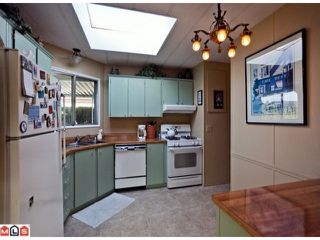 "Photo 5: 55 2303 CRANLEY Drive in White Rock: King George Corridor Manufactured Home for sale in ""SUNNYSIDE ESTATES"" (South Surrey White Rock)  : MLS®# F1125566"