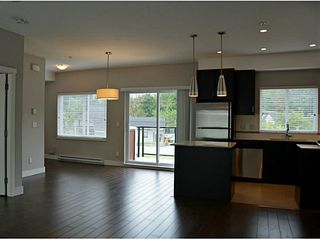 """Photo 6: 17 2183 PRAIRIE Avenue in Port Coquitlam: Glenwood PQ Townhouse for sale in """"VILLAGE GREEN"""" : MLS®# V1094746"""
