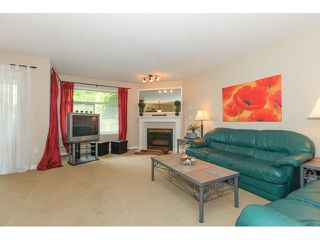 "Photo 2: 205 8260 162A Street in Surrey: Fleetwood Tynehead Townhouse for sale in ""FLEETWOOD MEADOWS"" : MLS®# F1441120"