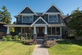 Photo 1: 347 E 14TH Street in North Vancouver: Central Lonsdale House for sale : MLS®# R2077604