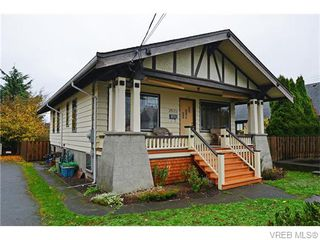 Photo 1: 2533 Richmond Rd in VICTORIA: SE Camosun Single Family Detached for sale (Saanich East)  : MLS®# 745409