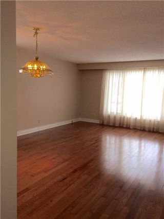 Photo 2: 22 Sir Bodwin Place in Markham: Markham Village House (Bungalow) for lease : MLS®# N3672288
