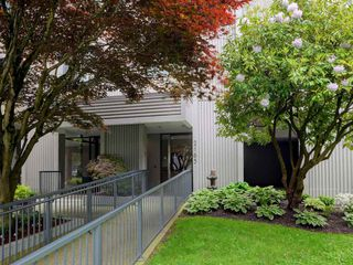 "Photo 3: 904 2165 W 40TH Avenue in Vancouver: Kerrisdale Condo for sale in ""The Veronica"" (Vancouver West)  : MLS®# R2172373"