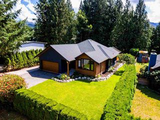"Photo 2: 2594 PORTREE Way in Squamish: Garibaldi Highlands House for sale in ""GARIBALDI HIGHLANDS"" : MLS®# R2189837"