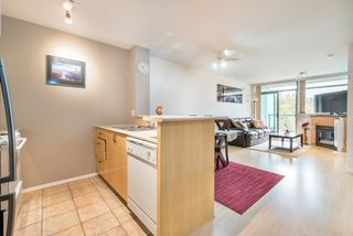 """Photo 7: 1009 2763 CHANDLERY Place in Vancouver: Fraserview VE Condo for sale in """"THE RIVER DANCE"""" (Vancouver East)  : MLS®# R2202828"""
