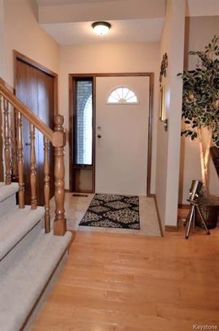 Photo 2: 5 Ash Bay in Morris: R17 Residential for sale : MLS®# 1814075
