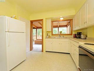 Photo 8: 2084 Neil St in VICTORIA: OB Henderson Single Family Detached for sale (Oak Bay)  : MLS®# 793053
