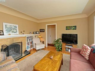 Photo 3: 2084 Neil St in VICTORIA: OB Henderson Single Family Detached for sale (Oak Bay)  : MLS®# 793053