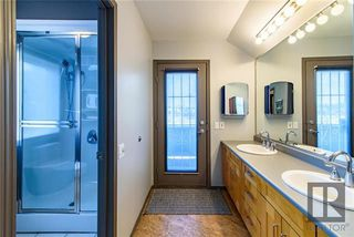 Photo 8: 579 Carlaw Avenue in Winnipeg: Lord Roberts Residential for sale (1Aw)  : MLS®# 1820170