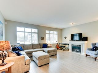 """Photo 2: 102 19932 70 Avenue in Langley: Willoughby Heights Townhouse for sale in """"SUMMERWOOD"""" : MLS®# R2335407"""