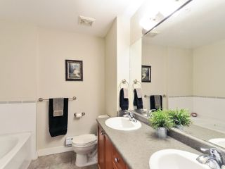 """Photo 13: 102 19932 70 Avenue in Langley: Willoughby Heights Townhouse for sale in """"SUMMERWOOD"""" : MLS®# R2335407"""