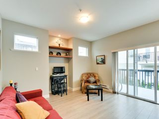 """Photo 6: 102 19932 70 Avenue in Langley: Willoughby Heights Townhouse for sale in """"SUMMERWOOD"""" : MLS®# R2335407"""