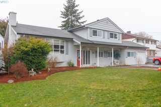 Photo 1: 351 Farview Road in VICTORIA: Co Wishart South Single Family Detached for sale (Colwood)  : MLS®# 406597