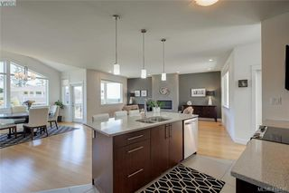 Photo 4: 3650 Propeller Place in VICTORIA: Co Royal Bay Single Family Detached for sale (Colwood)  : MLS®# 410146