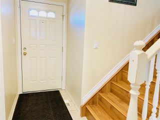 Photo 2: 9223 171 Avenue in Edmonton: Zone 28 House for sale : MLS®# E4155936