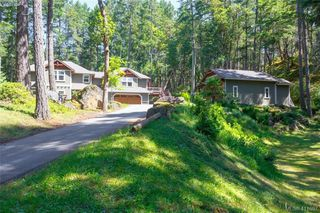 Photo 2: 672 Stewart Mountain Road in VICTORIA: Hi Eastern Highlands Single Family Detached for sale (Highlands)  : MLS®# 411697
