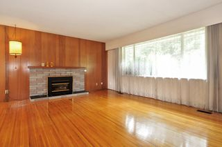 Photo 2: 2313 COMO LAKE Avenue in Coquitlam: Chineside House for sale : MLS®# R2388534