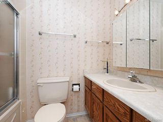Photo 18: 1906 Fairfield Road in VICTORIA: Vi Fairfield East Single Family Detached for sale (Victoria)  : MLS®# 419092