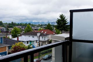 """Photo 5: 426 4550 FRASER Street in Vancouver: Fraser VE Condo for sale in """"Century"""" (Vancouver East)  : MLS®# R2429974"""