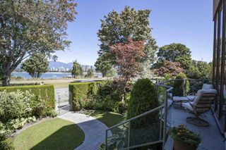 Photo 2: 1988 OGDEN Avenue in Vancouver: Kitsilano Townhouse for sale (Vancouver West)  : MLS®# R2485009