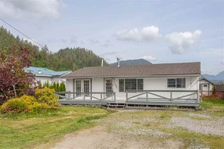 "Photo 3: 35047 N SWARD Road in Mission: Durieu House for sale in ""SHELTERED COVE"" : MLS®# R2485722"