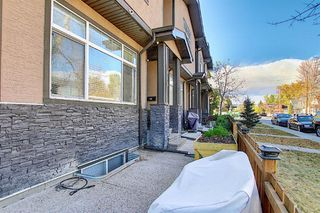 Photo 2: 1013 4 Street NE in Calgary: Renfrew Row/Townhouse for sale : MLS®# A1038777