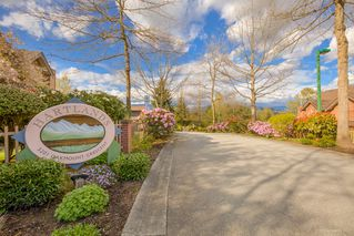 "Photo 2: 2 5201 OAKMOUNT Crescent in Burnaby: Oaklands Townhouse for sale in ""HARLANDS"" (Burnaby South)  : MLS®# R2161248"