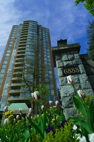 Photo 2: 803 6888 Station Hill Drive in Burnaby: South Slope Condo for sale (Burnaby South)  : MLS®# R2167276
