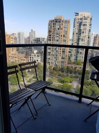 "Photo 10: 1405 1199 SEYMOUR Street in Vancouver: Downtown VW Condo for sale in ""THE BRAVA"" (Vancouver West)  : MLS®# R2198430"