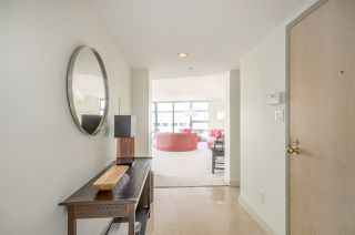 Photo 2: 709 990 BEACH AVENUE in Vancouver: Yaletown Condo for sale (Vancouver West)  : MLS®# R2187799