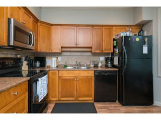 """Photo 8: 16 33321 GEORGE FERGUSON Way in Abbotsford: Central Abbotsford Townhouse for sale in """"CEDAR LANE"""" : MLS®# R2222167"""