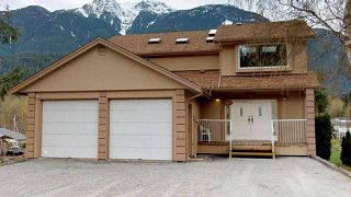 "Photo 1: 41955 BIRKEN Road in Squamish: Brackendale House for sale in ""Brackendale"" : MLS®# R2259275"