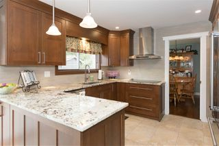 Photo 1: 1009 CYPRESS Place in Squamish: Brackendale House for sale : MLS®# R2301344