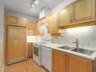 "Photo 11: 112 2929 W 4TH Avenue in Vancouver: Kitsilano Condo for sale in ""Madison"" (Vancouver West)  : MLS®# R2314958"