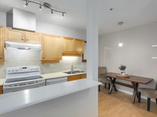 "Photo 10: 112 2929 W 4TH Avenue in Vancouver: Kitsilano Condo for sale in ""Madison"" (Vancouver West)  : MLS®# R2314958"