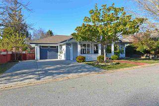 "Main Photo: 5625 CASCADE Crescent in Sechelt: Sechelt District House for sale in ""Cascade Court"" (Sunshine Coast)  : MLS®# R2327613"