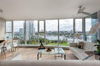 "Main Photo: 1103 583 BEACH Crescent in Vancouver: Yaletown Condo for sale in ""Park West 2"" (Vancouver West)  : MLS®# R2345329"